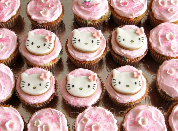 Aniversário Helena 2 anos - cupcakes hello