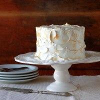 Voltando à rotina - bolo de coco com curd de limão e merengue tostado